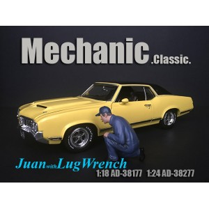AD-38277 1:24 Mechanic Classic - Juan with Lug Wrench