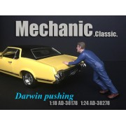AD-38178 1:18 Mechanic Classic - Darwin Pushing